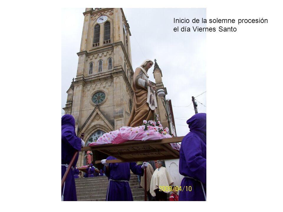 Inicio de la solemne procesión el día Viernes Santo