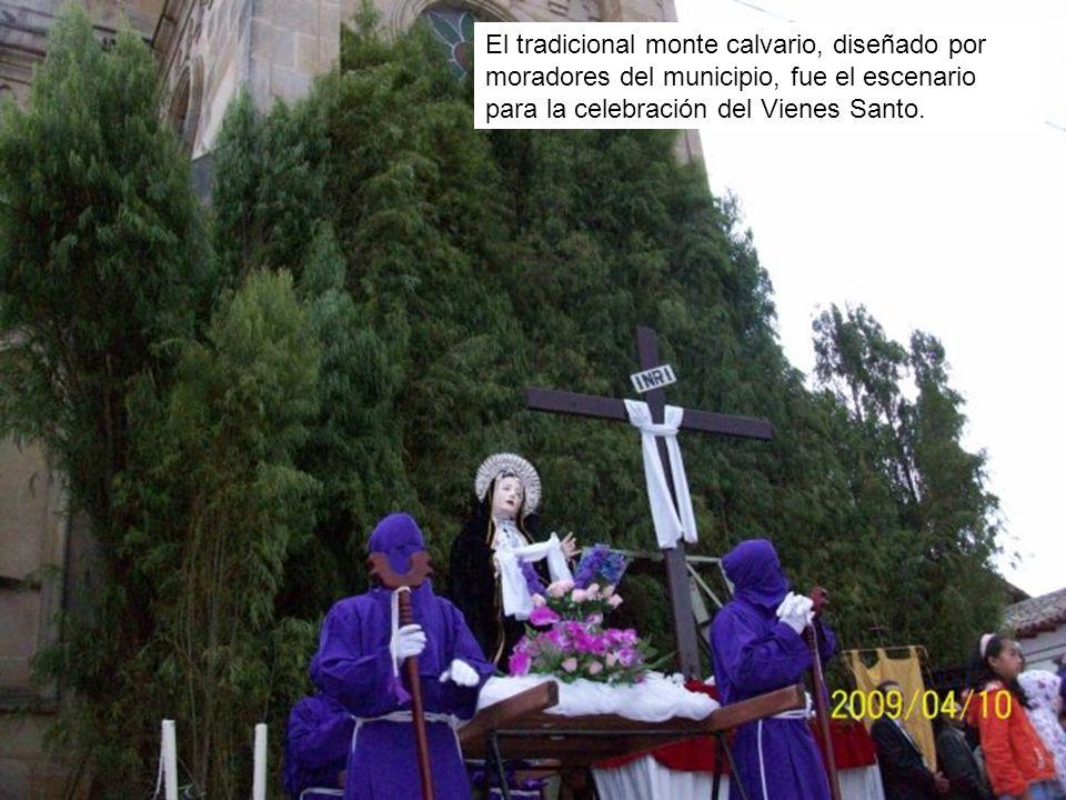El tradicional monte calvario, diseñado por moradores del municipio, fue el escenario para la celebración del Vienes Santo.
