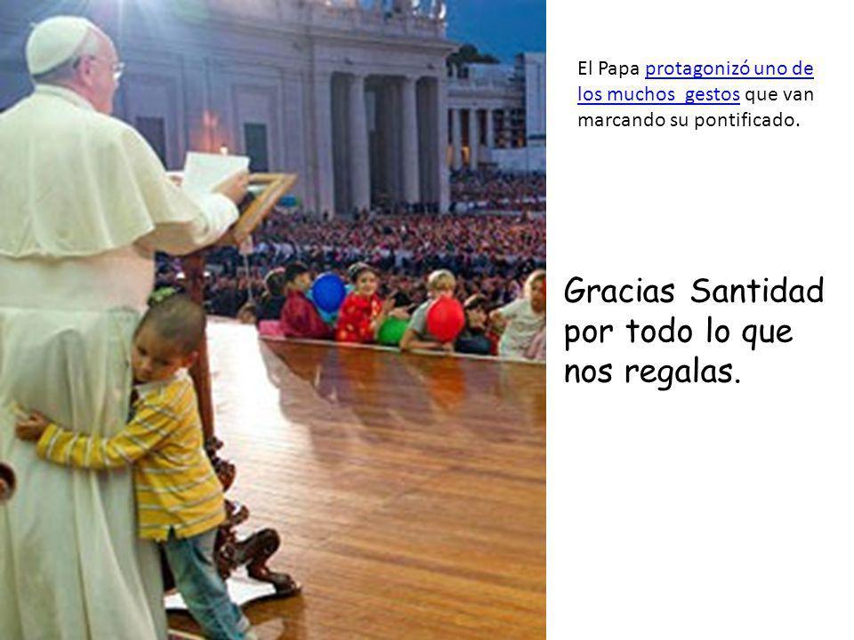 Dice su tía que después del abrazo del Papa es otro hombre, se siente feliz e importante. Las fotos y las entrevistas están dando la vuelta al mundo.