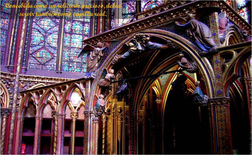 El interior le da sentido fuerte de AA de frágil belleza, creado por la reducción de las ayudas estructurales al mínimo para dar paso a enorme extensión de las vidrieras exquisito.