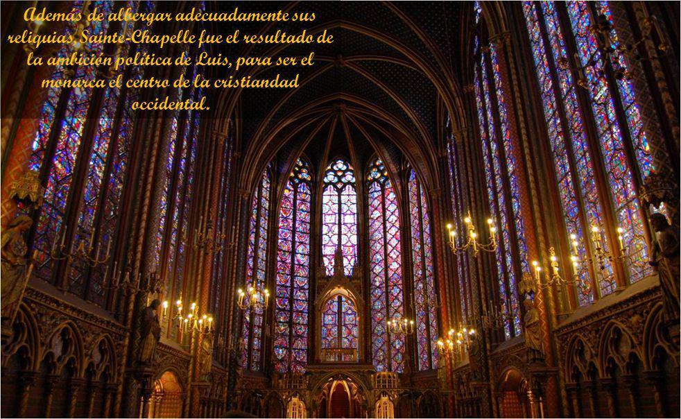 Estaba compuesta, en realidad, de dos capillas superpuestas: La inferior estaba destinada a la gente común del palacio y la superior, a la familia rea