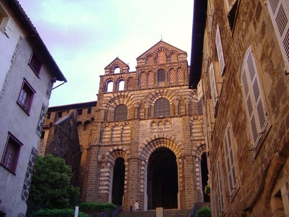 Catedral de Notre Dame de Puy Santuario de la Virgen Negra, de estilo románico-bizantino