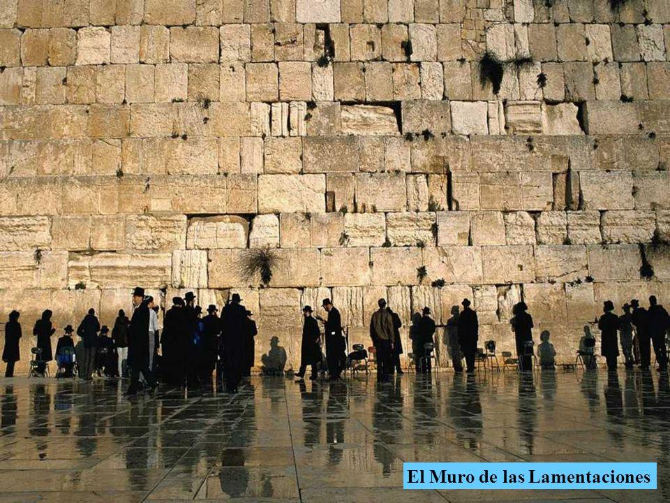 El Muro de las Lamentaciones o Muro de los Lamentos es el sitio más sagrado del judaísmo.