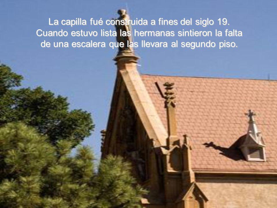 Lo que hace esta capilla diferente de todas las otras es el milagro ocurrido en su escalera.