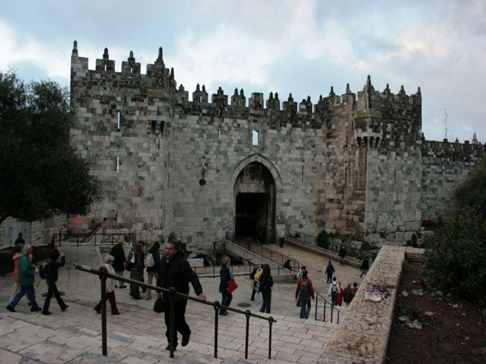 Haram esh-Sharif Haram esh-Sharif o Monte del Templo, es una explanada al sureste de la ciudad antigua de Jerusalén, donde se encuentra la Cúpula de la Roca.