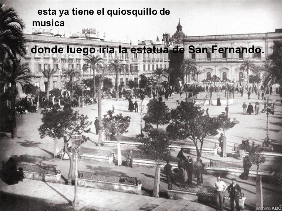 Dos imagenes de la Plaza Nueva en orden cronológico