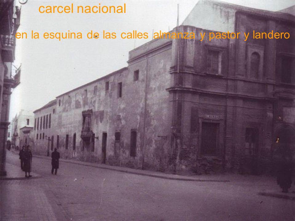 Calle trajano con el teatro de Duque a la derecha y la plaza del Duque con el palacio Sánchez-Dalp al fondo