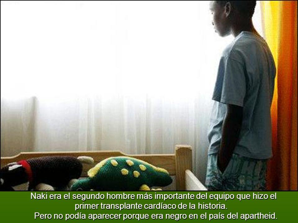 F FF Fue él quien retiró del cuerpo de la donante del corazón que fue transplantado a Louis Washkanky en 1967, en Ciudad del Cabo, Sudáfrica, en la primera operación de transplante cardíaco humano con éxito.