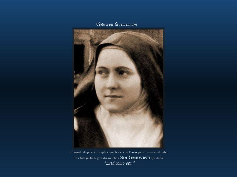 Fotografía sacada entre el 21 de enero de 1895 y la primavera de ese mismo año. Teresa en el papel de Juana de Arco, sentada en la prisión