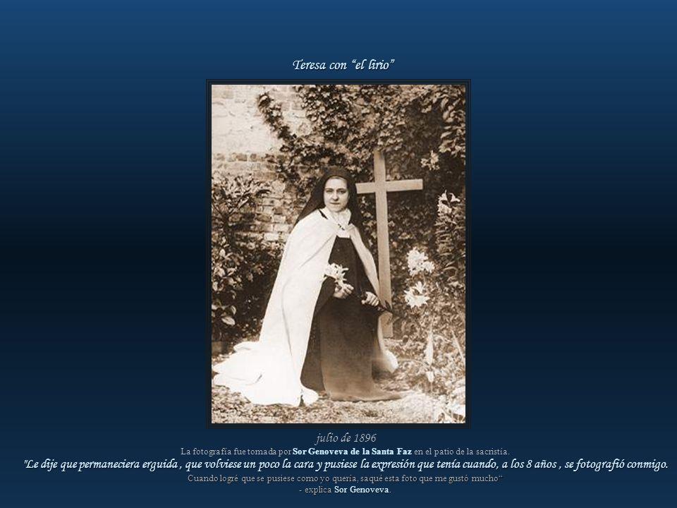 julio de 1896 Teresa estaba enferma. La fotografía fue sacada por Sor Genoveva de la Santa Faz en el patio de la sacristía. A Sor Genoveva no le gusta