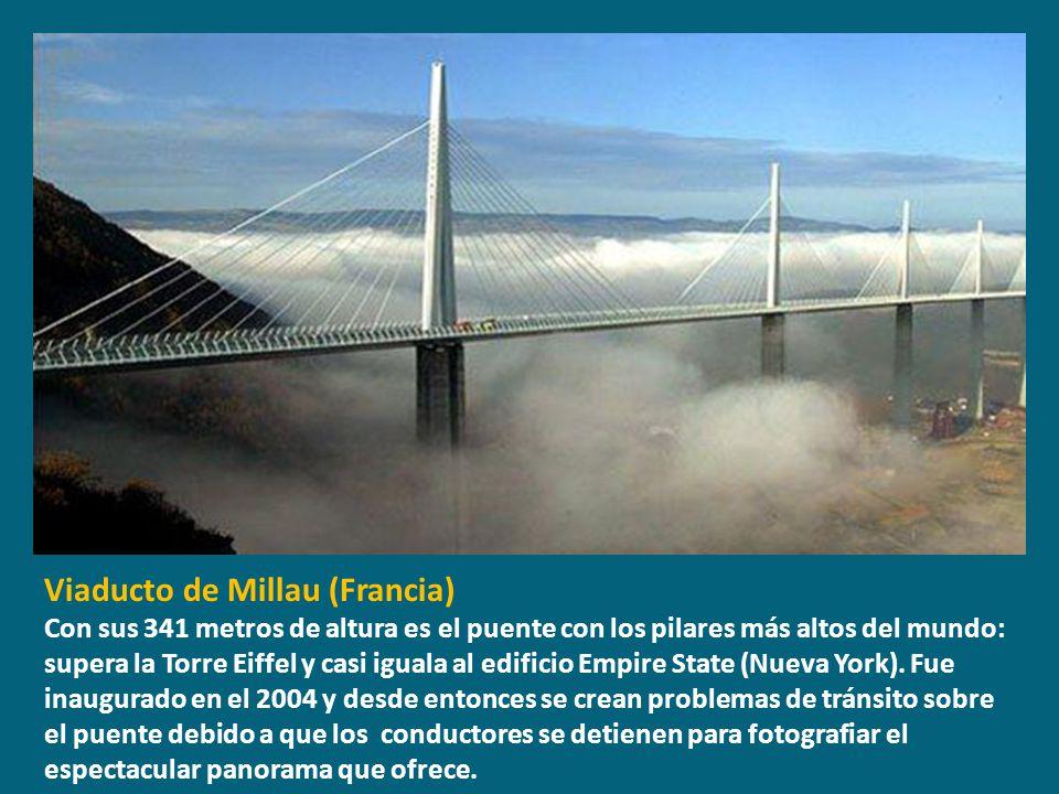 Viaducto de Millau (Francia) Con sus 341 metros de altura es el puente con los pilares más altos del mundo: supera la Torre Eiffel y casi iguala al ed