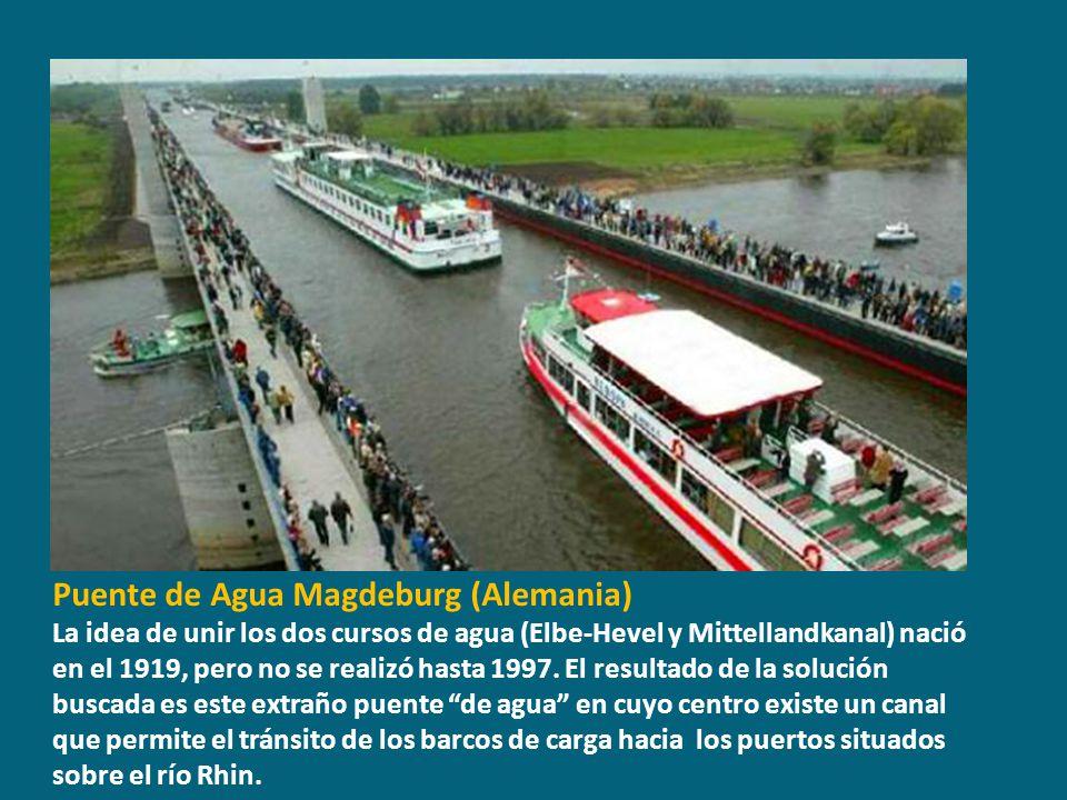 Puente del Alamillo, Sevilla (España) Otro diseño de Santiago Calatrava, atraviesa el río Guadalquivir y, con el puente de La Barqueta, fue otra de las obras realizadas con motivo de la Expo Sevilla 92.