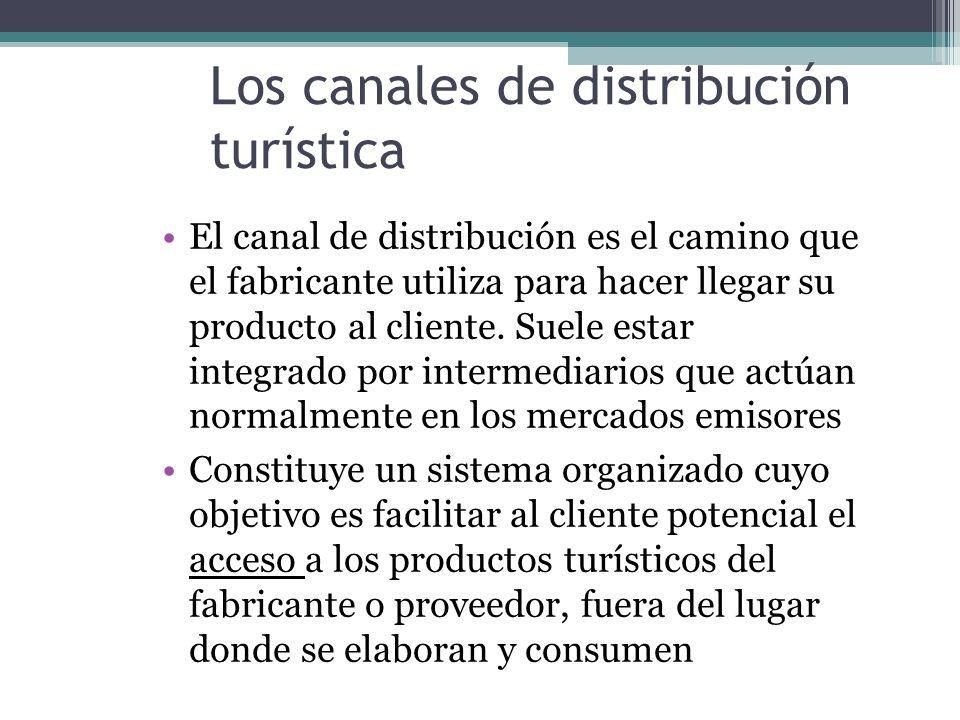 Los canales de distribución turística El canal de distribución es el camino que el fabricante utiliza para hacer llegar su producto al cliente.