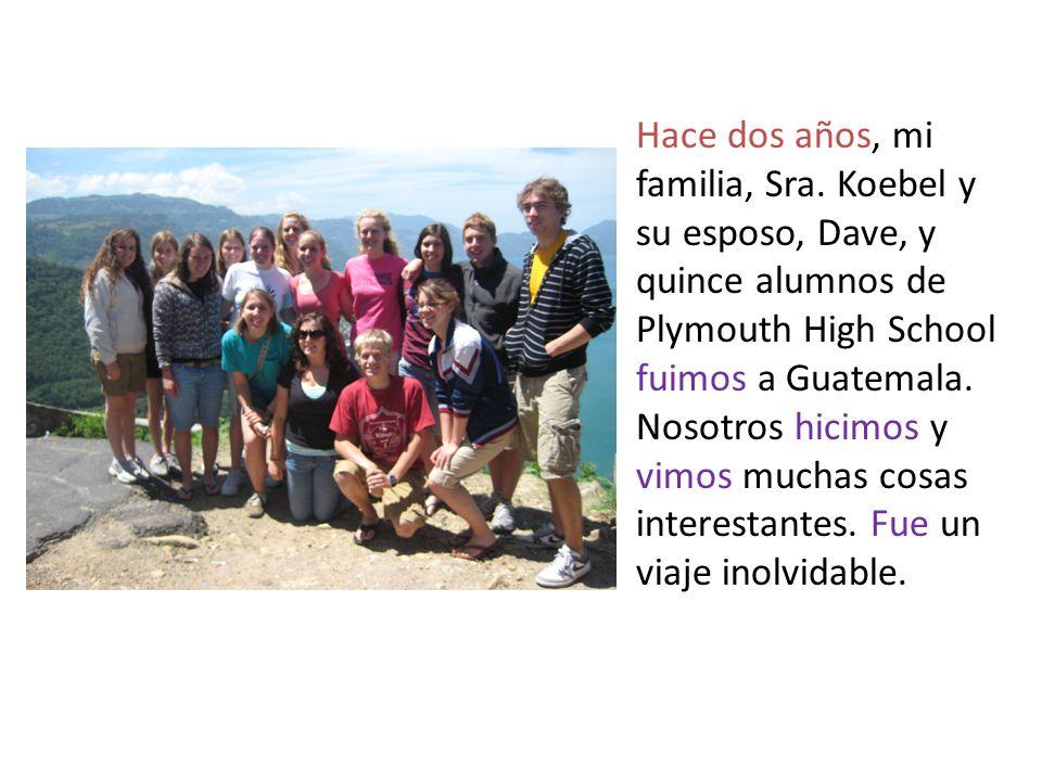 Cuando llegamos, fuimos al Lago Atitlán.Fue hermoso porque hay muchos volcanes alrededor del lago.
