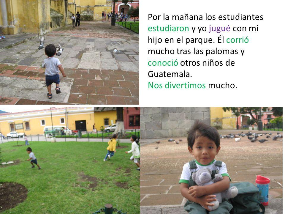 Por la mañana los estudiantes estudiaron y yo jugué con mi hijo en el parque.