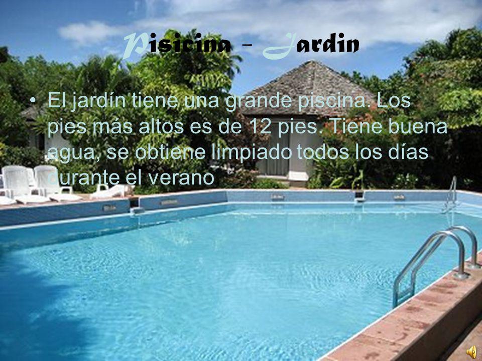 Pisicina - Jardin El jardín tiene una grande piscina. Los pies más altos es de 12 pies. Tiene buena agua, se obtiene limpiado todos los días durante e