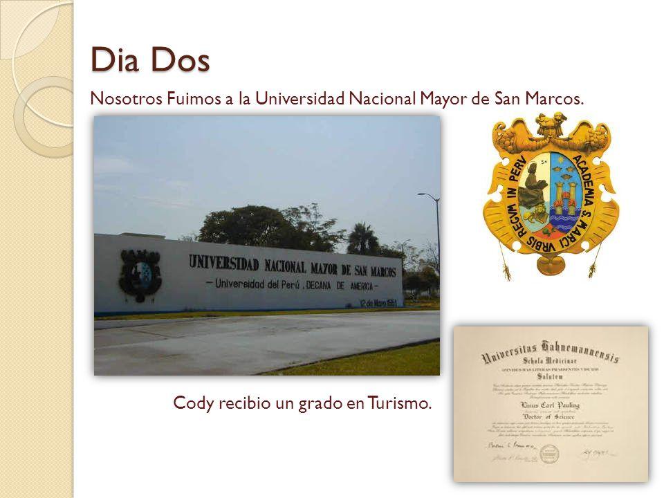Dia Dos Nosotros Fuimos a la Universidad Nacional Mayor de San Marcos. Cody recibio un grado en Turismo.