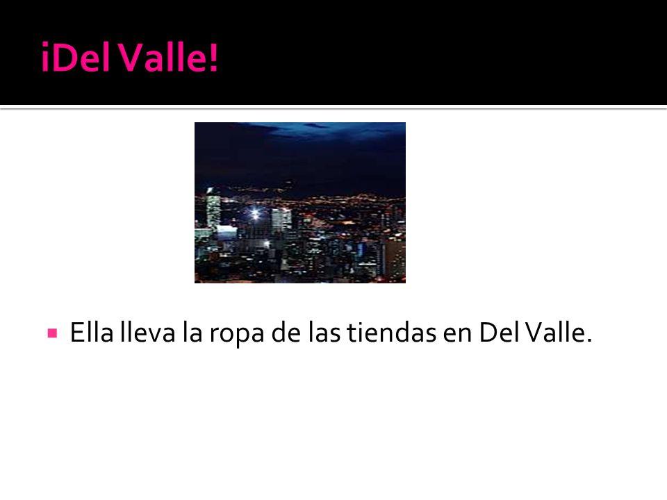 Ella lleva la ropa de las tiendas en Del Valle.