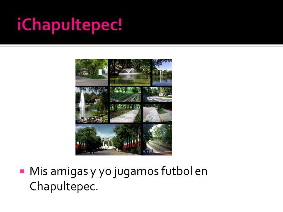 Mis amigas y yo jugamos futbol en Chapultepec.
