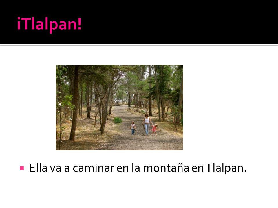 Ella va a caminar en la montaña en Tlalpan.