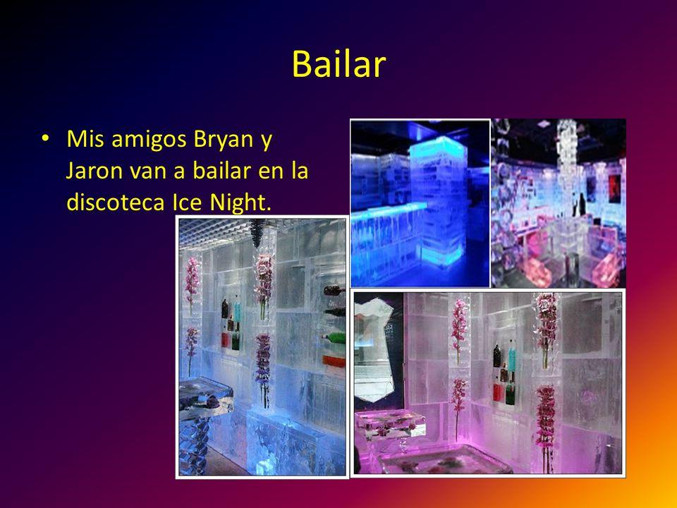 Bailar Mis amigos Bryan y Jaron van a bailar en la discoteca Ice Night.