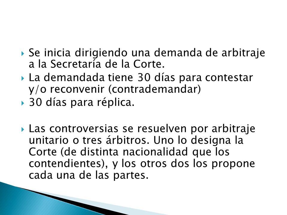 Se inicia dirigiendo una demanda de arbitraje a la Secretaría de la Corte. La demandada tiene 30 días para contestar y/o reconvenir (contrademandar) 3