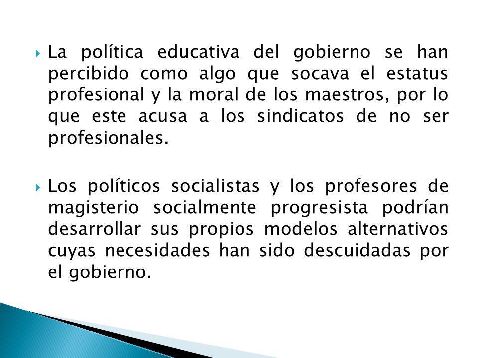 La política educativa del gobierno se han percibido como algo que socava el estatus profesional y la moral de los maestros, por lo que este acusa a los sindicatos de no ser profesionales.