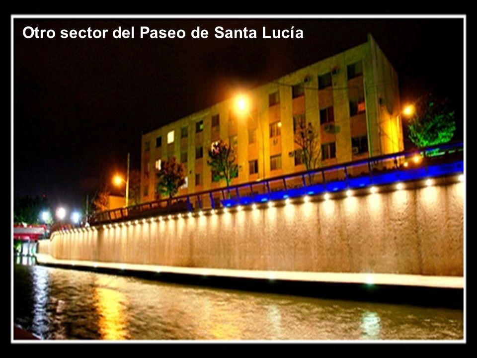 Paseo de Santa Lucía por la Macro Plaza