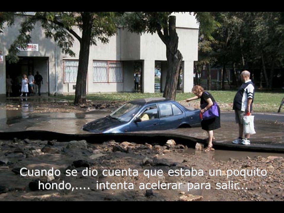 Una vez dentro del agua...el motor del auto se apaga...