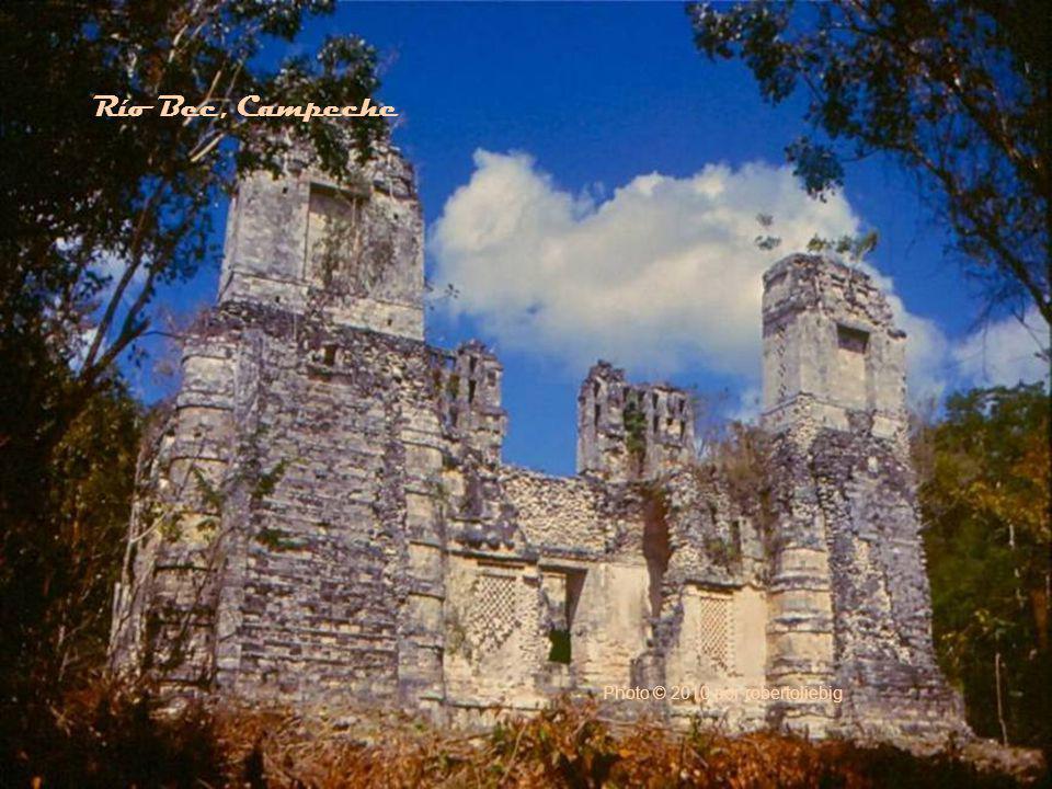 Photo © 2001 por B.Carbajal Palenque, Chiapas