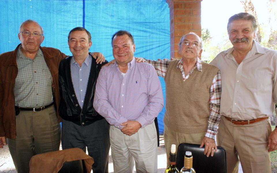 El coto muy bueno; son Ex Patrias de distintas Gen que viven y se ven cada mes en Querétaro
