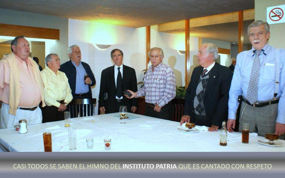 CANTANDO EL HIMNO DEL INSTITUTO PATRIA. MUSICA: BBERRY EN LA MANO DE LUNA PARRA