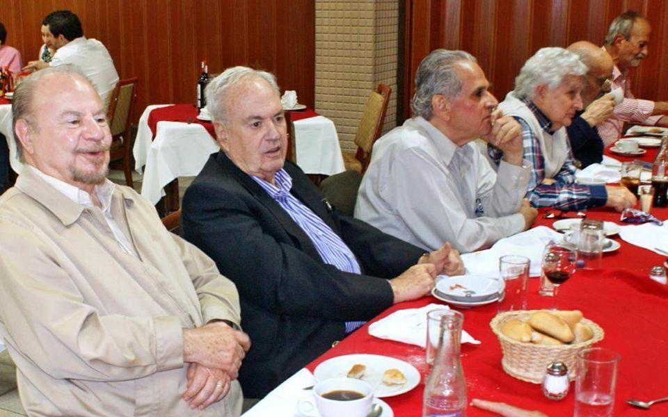 Sentados: Daniel Salazar, Carlitos Urbina, Miguel De Maria, José Luis Gómez Tovar, Pablito De la Macorra, Zulema y Arturo Rodríguez.