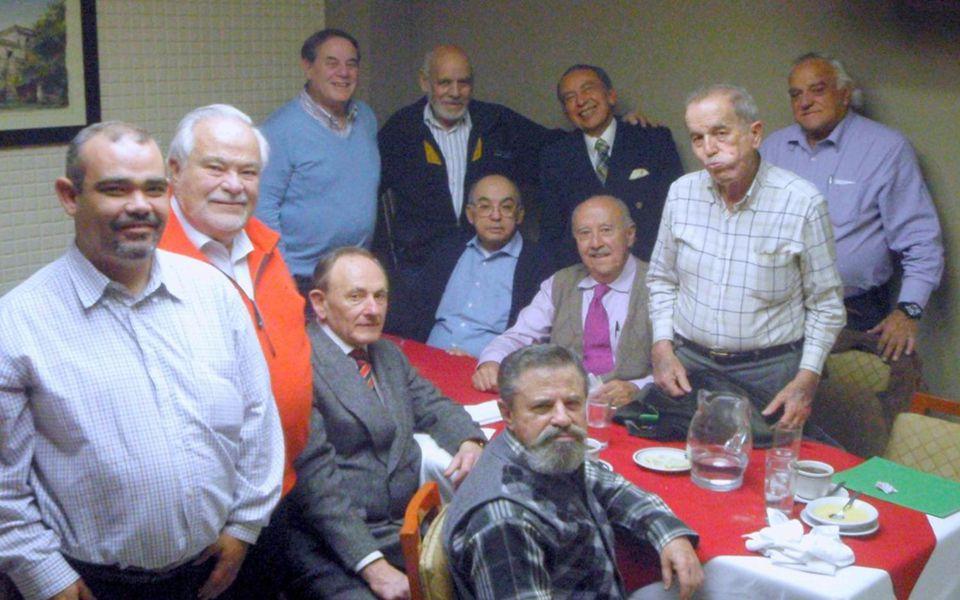 Dedicado a todos los Exalumnos del INSTITUTO PATRIA Guillermo Alducin Varela gen 58 Comida del 12 de enero 2012. Eso nos pasa por llegar tarde a la co