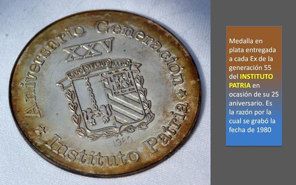 Preciosa medalla detalladamente grabada en vivos colores, con un acabado laqueado transparente.