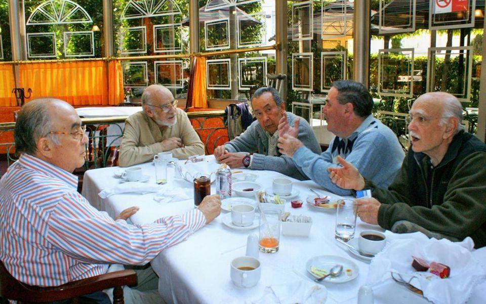 Manuel Mondragón y Kalb Amable y coordial, como siempre, estuvo con nosotros Manuel Mondragón y Kalb Jefe de Seguridad Nacional a quién no le falta anécdota breve para hacernos sonreir