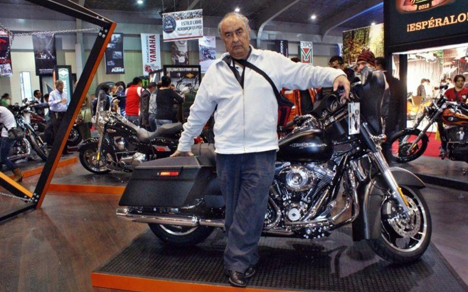 Esta, esta es la que me gustó cuando en una Harley similar, el aventadazo del Flaco Angulo y los de la VIAL nos aventá- bamos en sentido contrario al