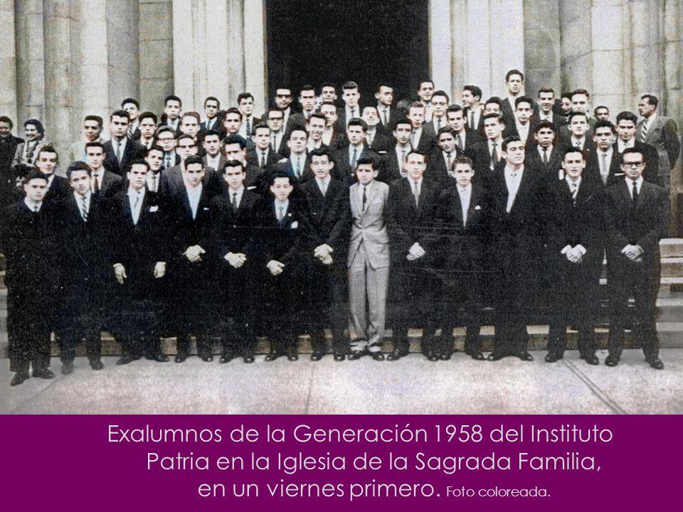 Exalumnos de la Generación 1958 del Instituto Patria en la Iglesia de la Sagrada Familia, en un viernes primero.