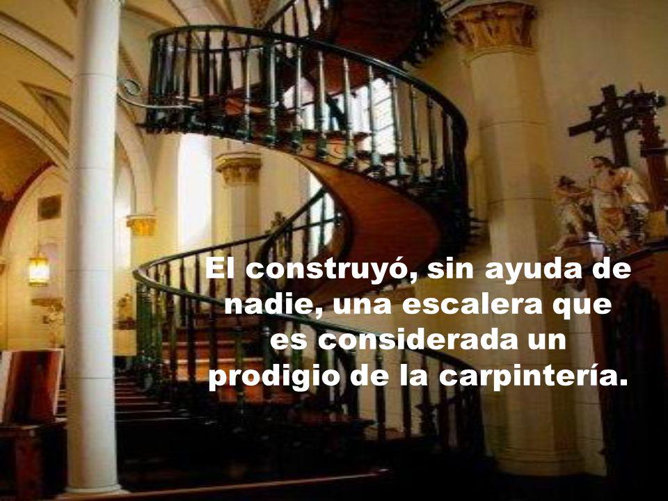 Un desconocido tocó la puerta de la capilla en el último día. Dijo que era carpintero y que podía hacer la escalera para llegar al piso superior.