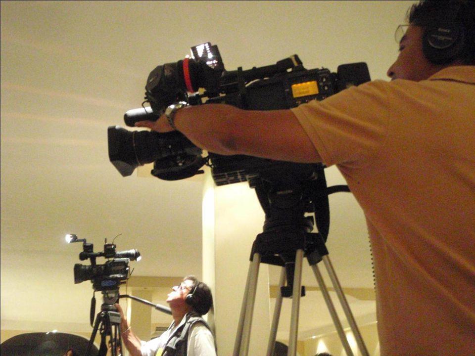 Televisa con guapa entrevistadora