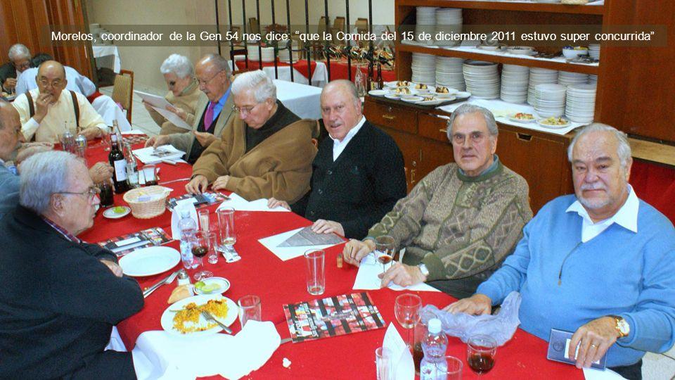 Varios Compas en compañía del dueño del Rest Covadonga frente a la Sagrada Familia D.F.