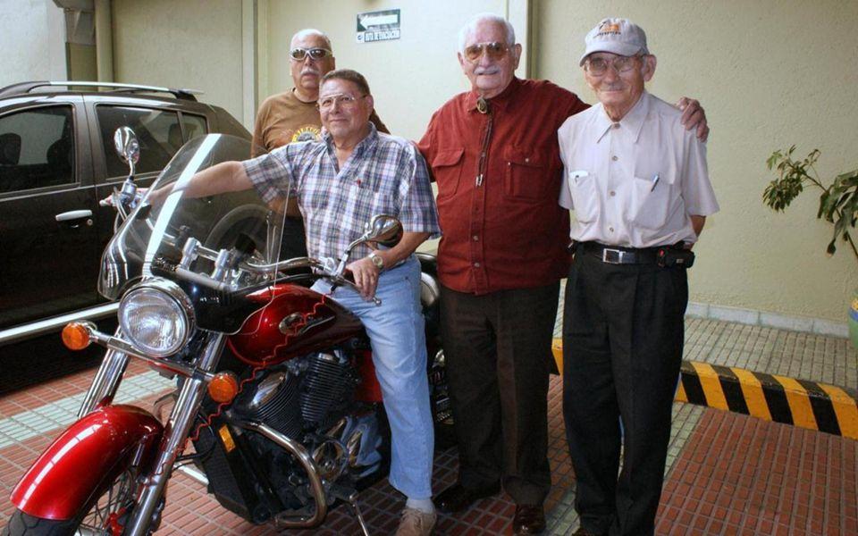 En el estacionamiento nos esperaba una motocicleta tipo Harley de origen japonés.
