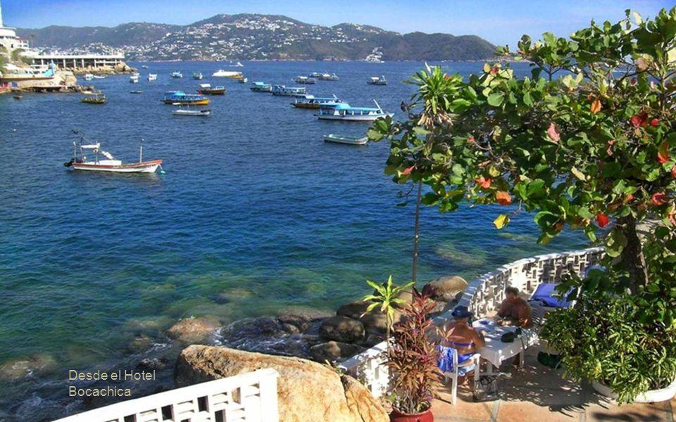 Carlos Urbina. Al fondo el Hotel Caleta donde fue Presidente en el bellísimo Acapulco Inicio