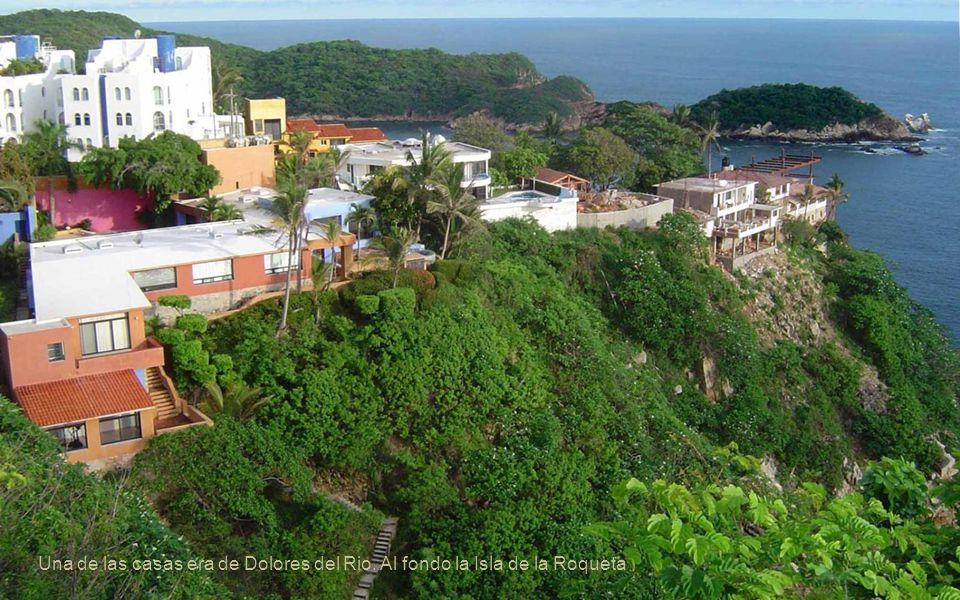 Hotel Caleta, la Bocana. Al fondo la Isla de la Roqueta