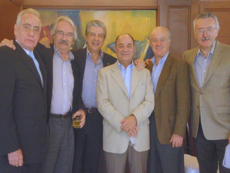 ABAJO: José Luis Rodríguez Ezeta (María), Enrique Pérez Cirera, Jorge Luis Torres Calleja, Jaime Ortíz Marco, Jorge Villarreal Domínguez, Carlos Frías