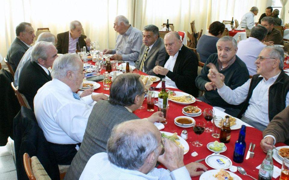 No quiero dejar de mencionar que a iniciativa de José Luis Vallarta Marrón y otros compas de la 54 y otras generaciones llevaron a feliz destino la id