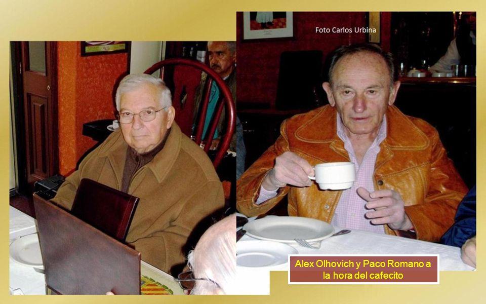 Nos saludó uno de los hijos de Luis Carrillo qepd con su pareja. Observan Antonio Pita y Carlos Urbina