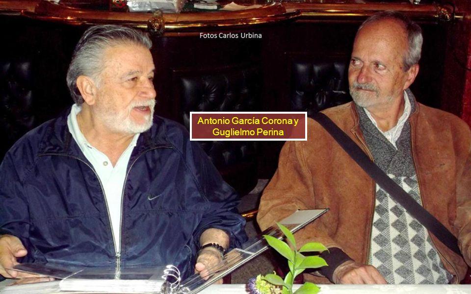 Guillermo Alducin 58 y Paco Romano posan para el fotógrafo. Somos buenos amigos A José Luis Vallarta no le gusta salir estático, así que le pone estil