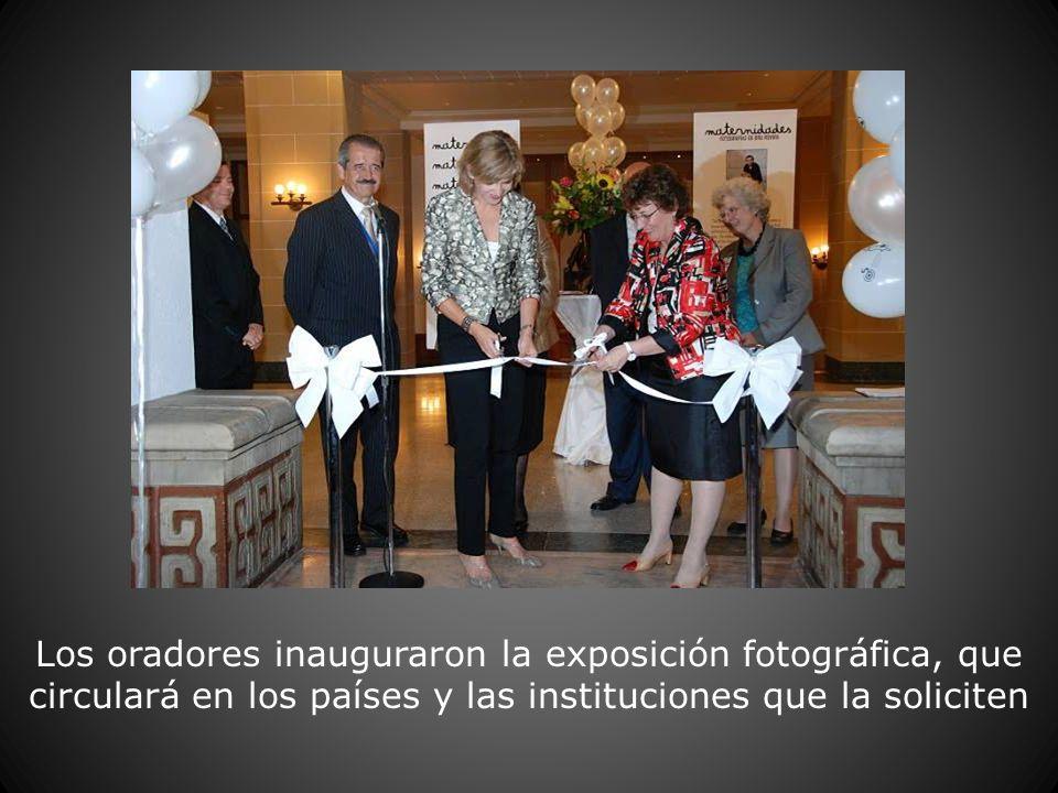 Los oradores inauguraron la exposición fotográfica, que circulará en los países y las instituciones que la soliciten