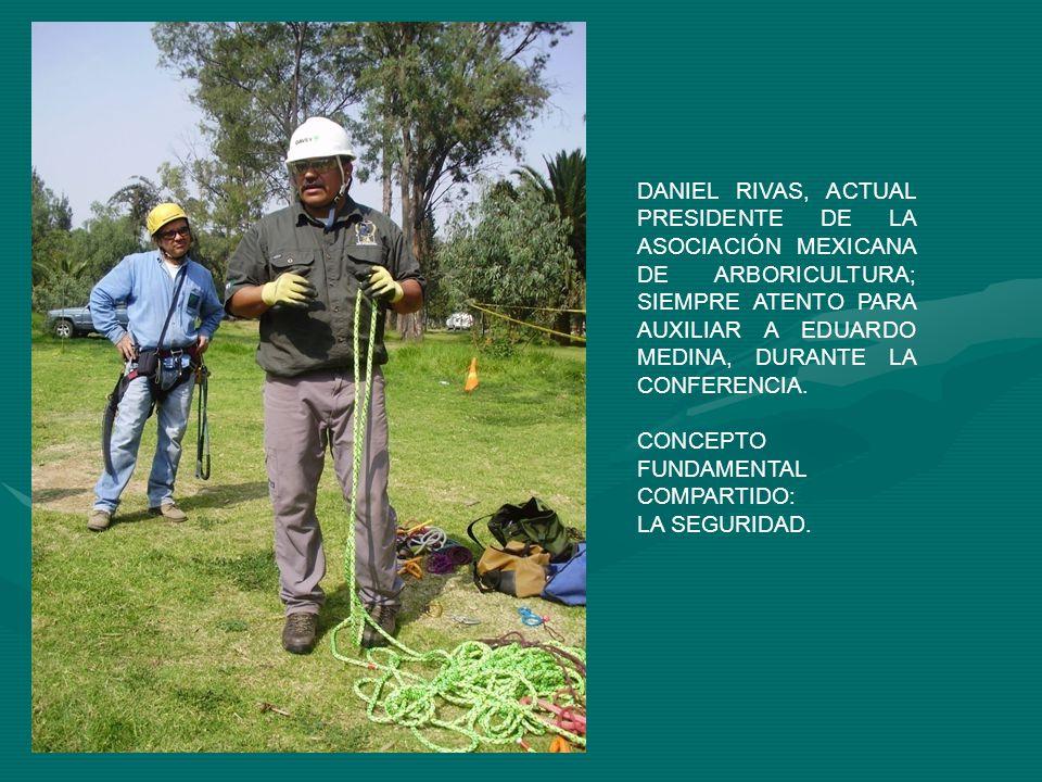 DANIEL RIVAS, ACTUAL PRESIDENTE DE LA ASOCIACIÓN MEXICANA DE ARBORICULTURA; SIEMPRE ATENTO PARA AUXILIAR A EDUARDO MEDINA, DURANTE LA CONFERENCIA. CON